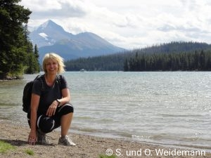 Susanne am Maligne Lake