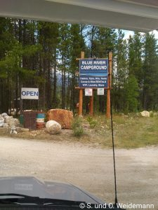 Die Einfahrt zum Campingplatz