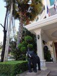"""Der Eingang zum Hotel """"Ankor Holiday"""""""