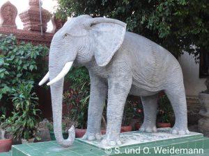 Elefant (Statue) auf dem Gelände der Ounnalom Pagode