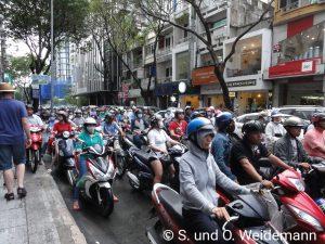 Die Straße ist mäßig voll
