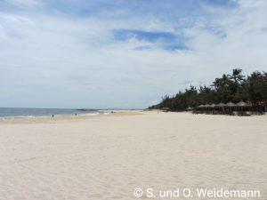 Der Strand vor dem Hotel